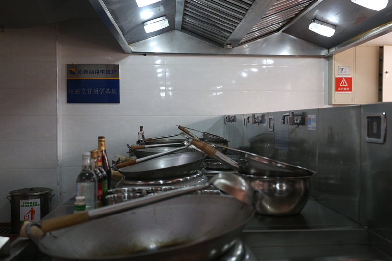 Commercial Induction Wok Cooker And Gas Stove Comparison
